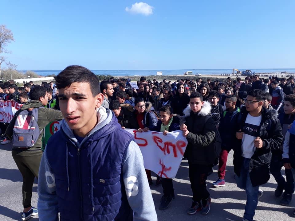 marche des lycéens contre le cinquième mandat à Aokas le lundi 25 février 2019 1196