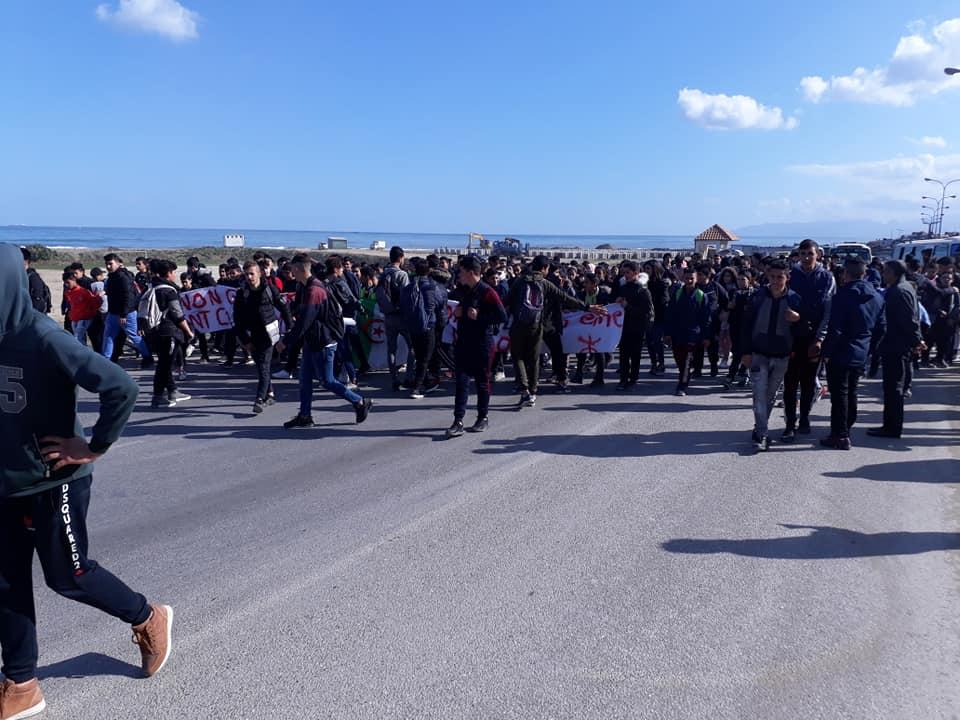 marche des lycéens contre le cinquième mandat à Aokas le lundi 25 février 2019 1197
