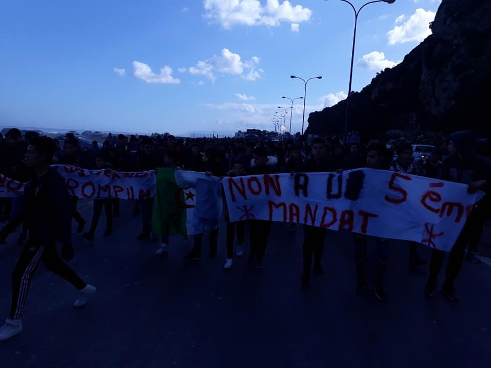 marche des lycéens contre le cinquième mandat à Aokas le lundi 25 février 2019 1200