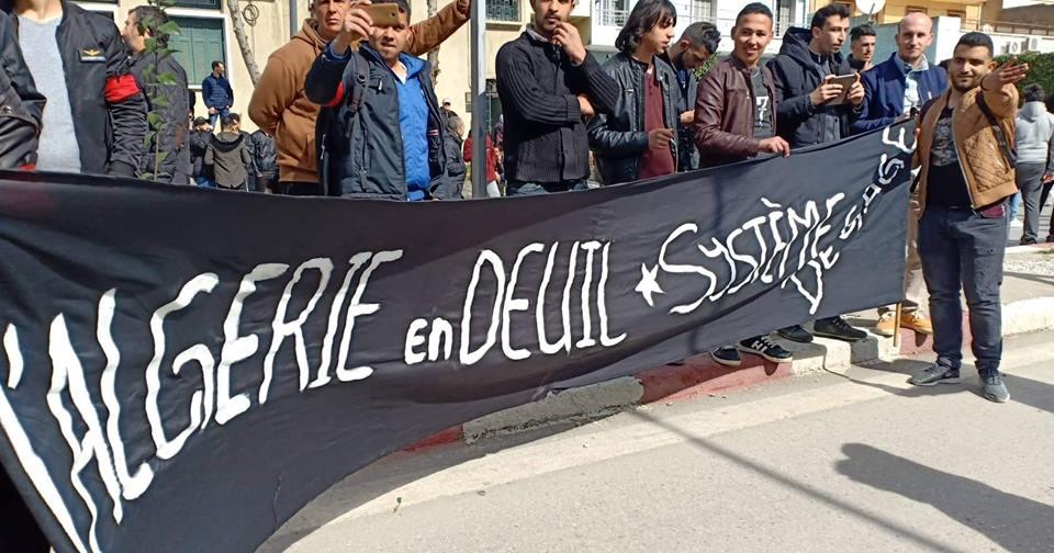 imposante marche des étudiants à Béjaia le mardi 26 février 2019 pour le départ du système  1209