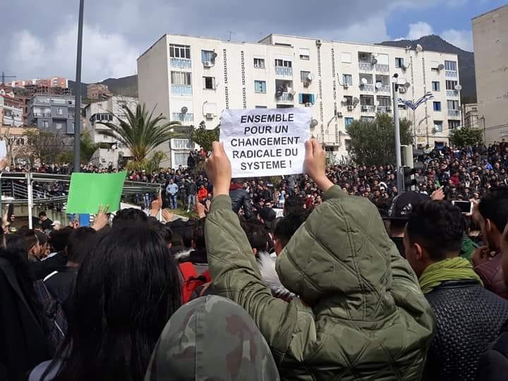 imposante marche des étudiants à Béjaia le mardi 26 février 2019 pour le départ du système  1239