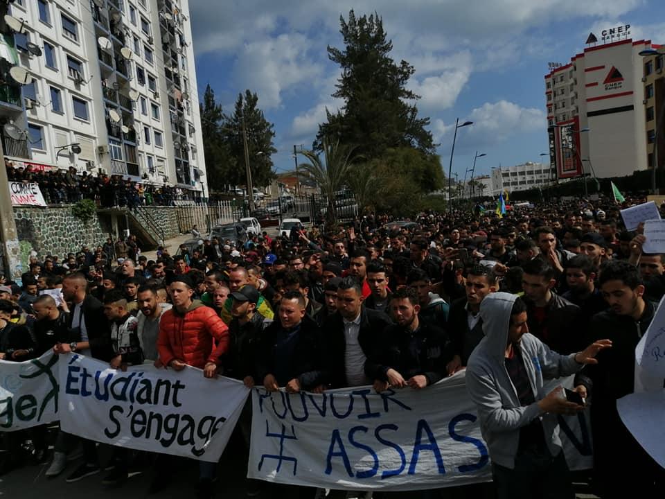 imposante marche des étudiants à Béjaia le mardi 26 février 2019 pour le départ du système  1240