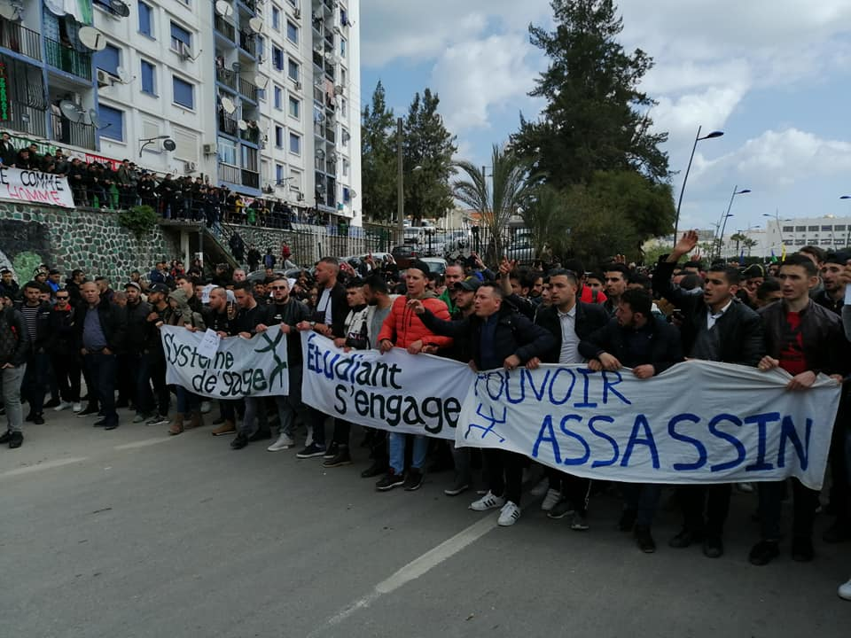 imposante marche des étudiants à Béjaia le mardi 26 février 2019 pour le départ du système  1242