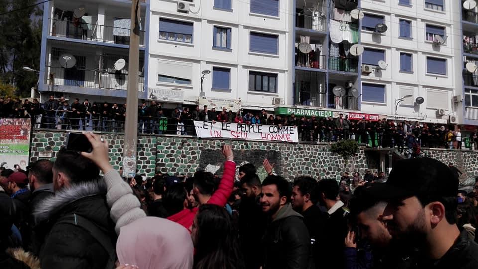 imposante marche des étudiants à Béjaia le mardi 26 février 2019 pour le départ du système  1243
