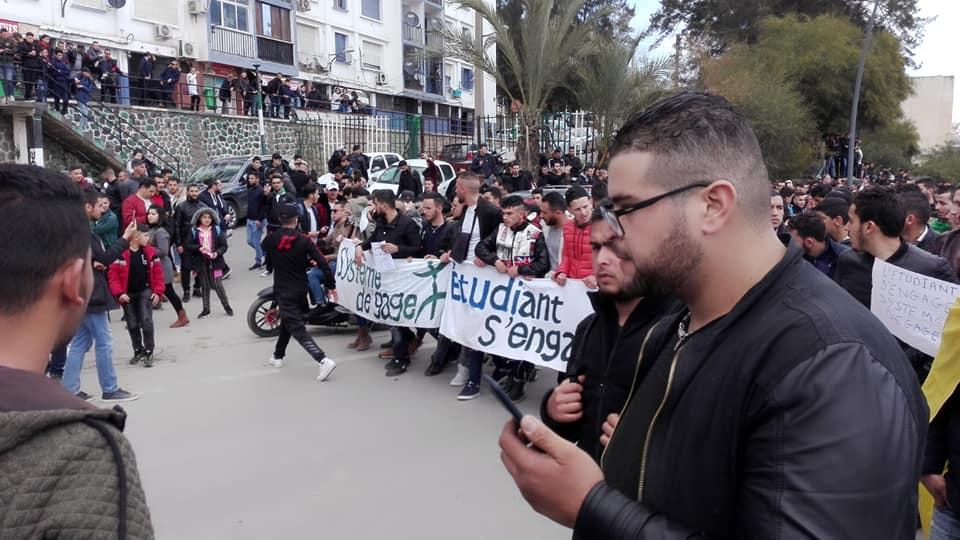 imposante marche des étudiants à Béjaia le mardi 26 février 2019 pour le départ du système  1245