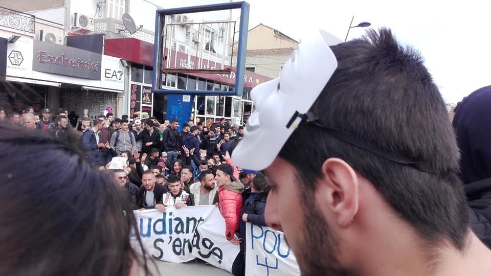 imposante marche des étudiants à Béjaia le mardi 26 février 2019 pour le départ du système  1246