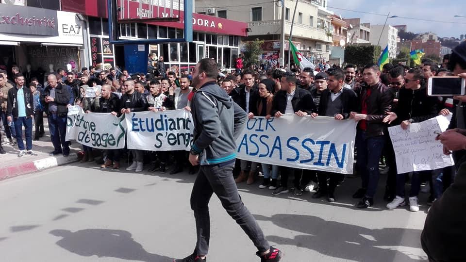 imposante marche des étudiants à Béjaia le mardi 26 février 2019 pour le départ du système  1247