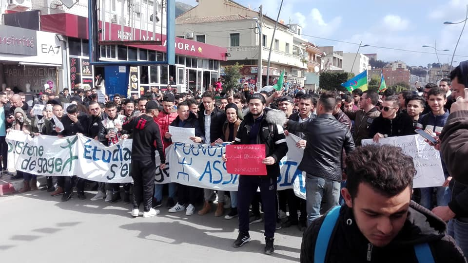 imposante marche des étudiants à Béjaia le mardi 26 février 2019 pour le départ du système  1248