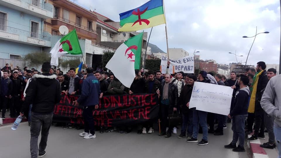 imposante marche des étudiants à Béjaia le mardi 26 février 2019 pour le départ du système  1249
