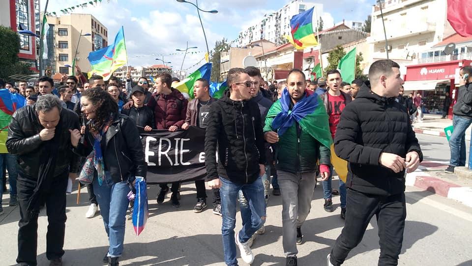 imposante marche des étudiants à Béjaia le mardi 26 février 2019 pour le départ du système  1250