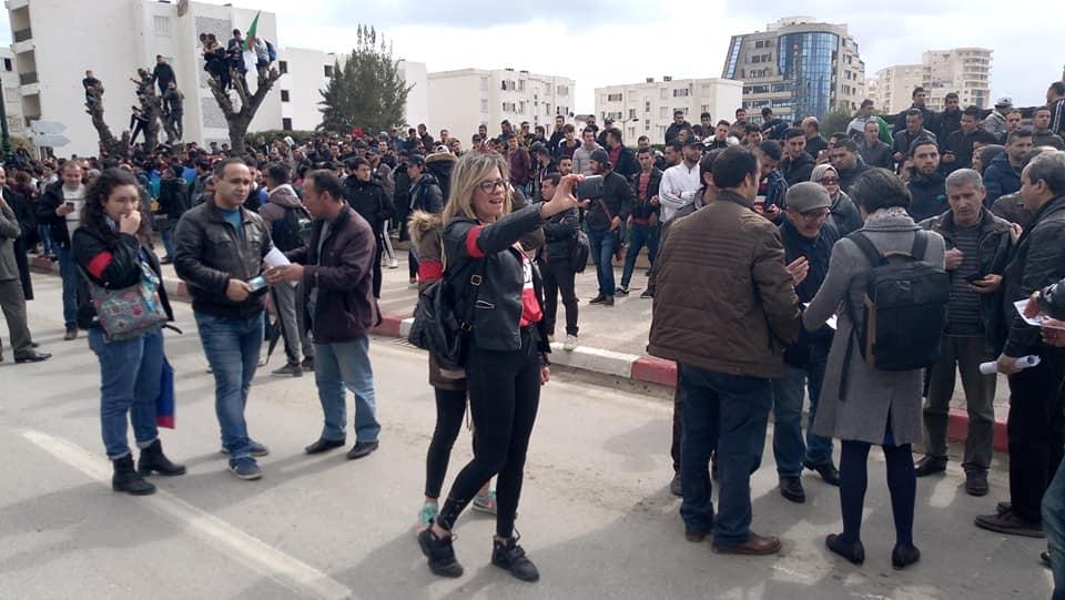 imposante marche des étudiants à Béjaia le mardi 26 février 2019 pour le départ du système  1251
