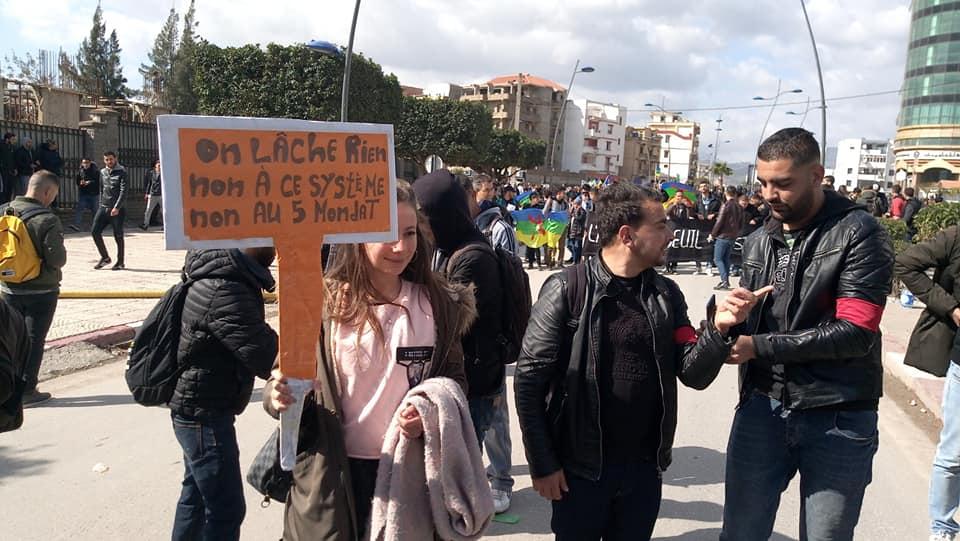 imposante marche des étudiants à Béjaia le mardi 26 février 2019 pour le départ du système  1253