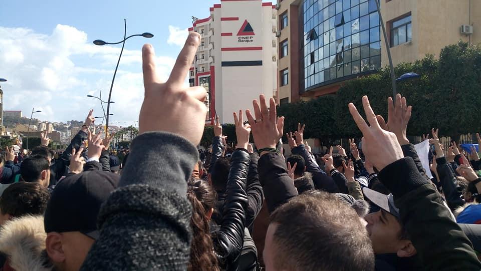 imposante marche des étudiants à Béjaia le mardi 26 février 2019 pour le départ du système  1257