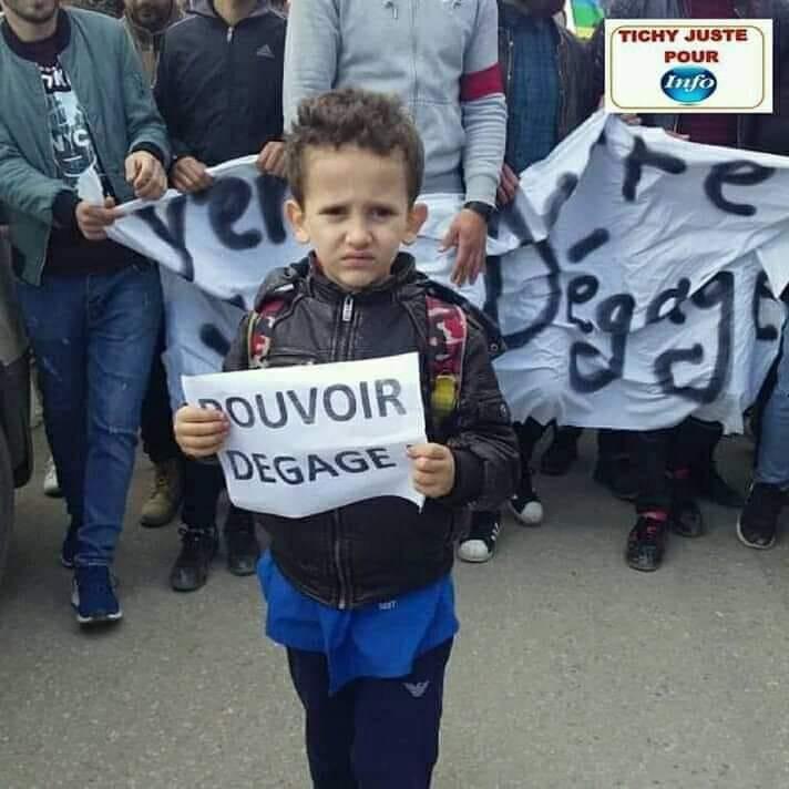 imposante marche des étudiants à Béjaia le mardi 26 février 2019 pour le départ du système  - Page 2 1262