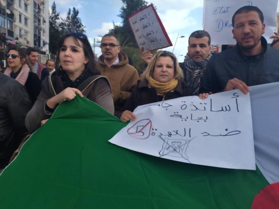 Bejaia: Marche des étudiants contre le cinquième mandat le mardi 26 février 2019 - Page 2 1302