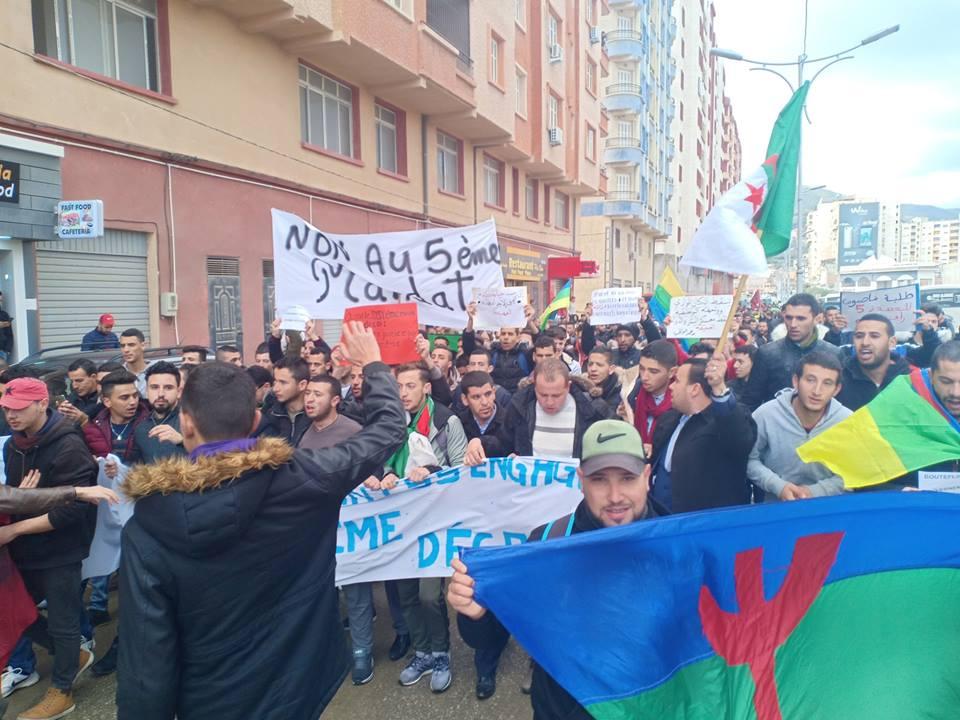 Bejaia: Marche des étudiants contre le cinquième mandat le mardi 26 février 2019 - Page 2 1306