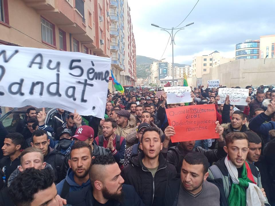 Bejaia: Marche des étudiants contre le cinquième mandat le mardi 26 février 2019 - Page 2 1308