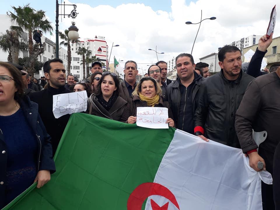 Bejaia: Marche des étudiants contre le cinquième mandat le mardi 26 février 2019 - Page 2 1328