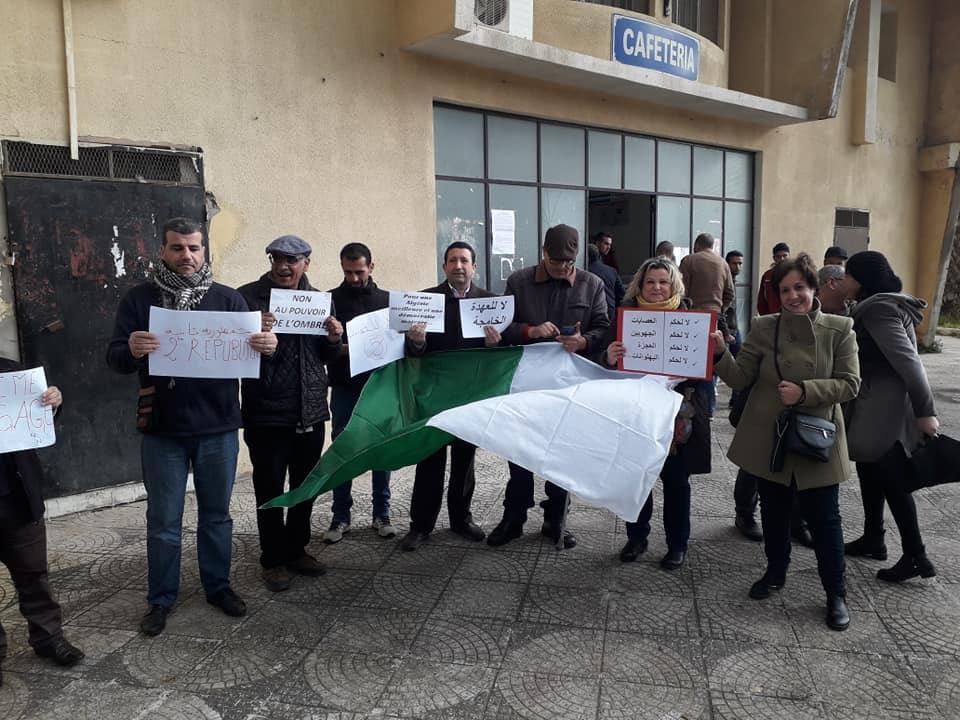 Bejaia: Marche des étudiants contre le cinquième mandat le mardi 26 février 2019 - Page 2 1329
