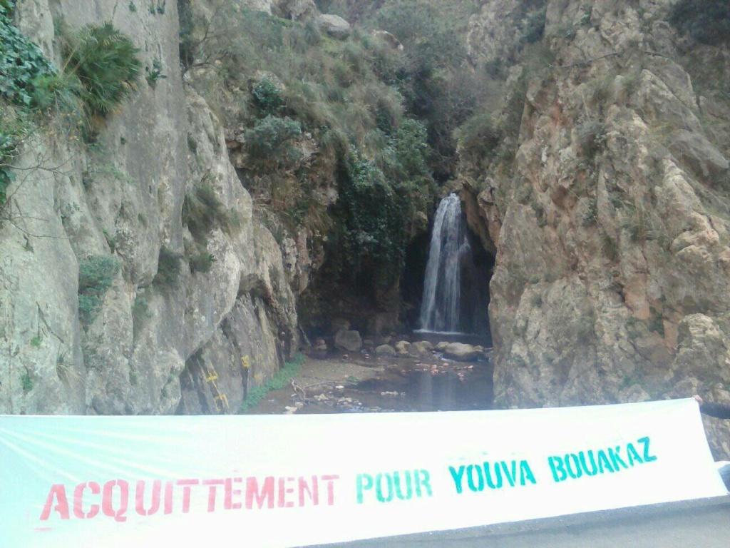 Yuva Bouakaz  un chrétien de la région d'Aoaks ,a fui l'Algerie en harag!  13952210