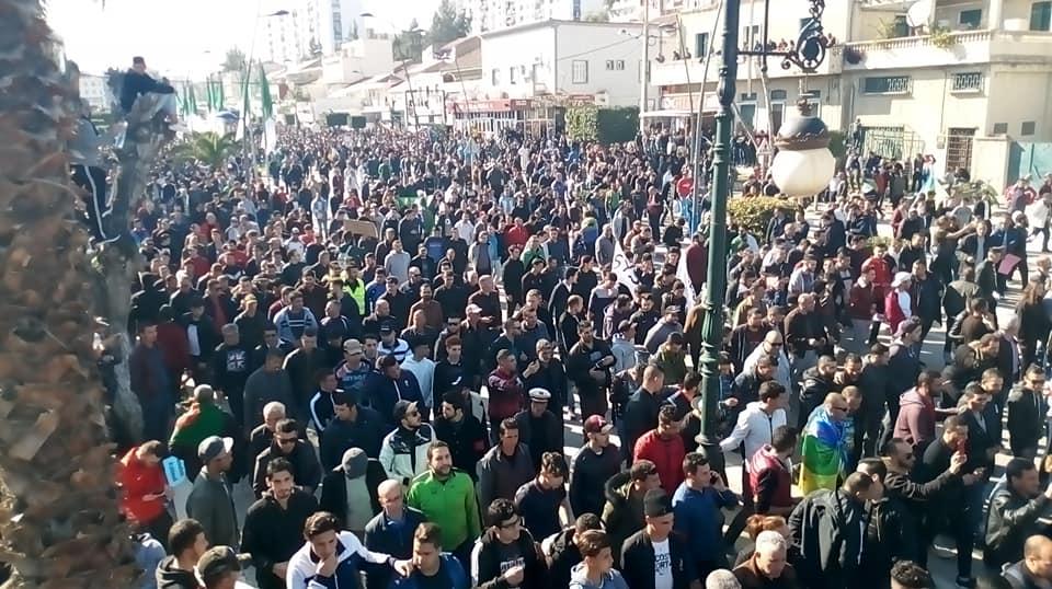Impressionnante marche à Béjaïa le samedi 01 mars 2019 contre le système 1482