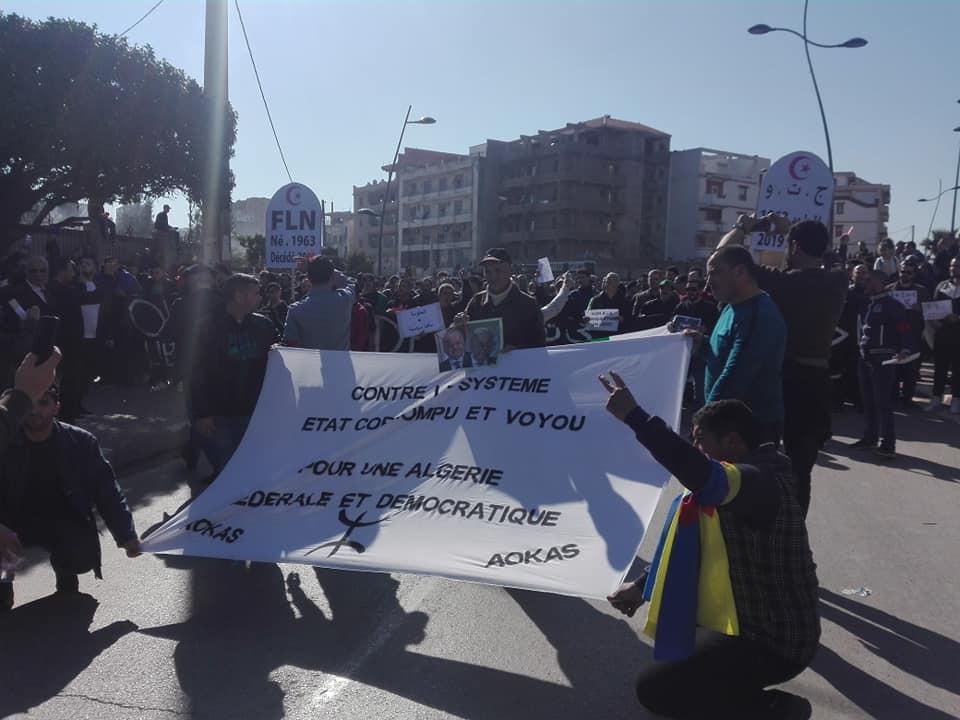 Impressionnante marche à Béjaïa le samedi 01 mars 2019 contre le système 1489