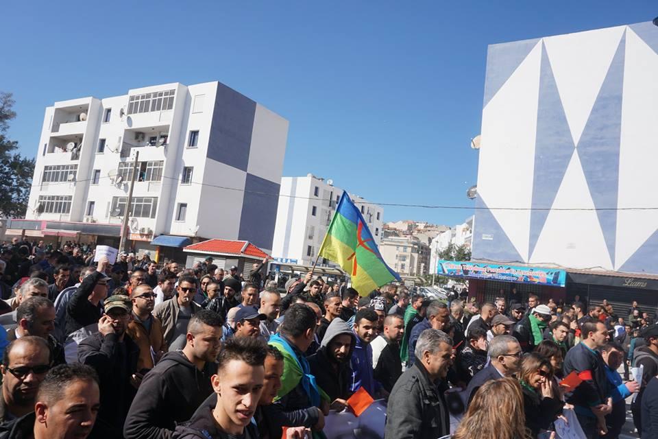 Une grandiose marche à Béjaïa le vendredi 01 mars 2019 contre le système  - Page 2 1572