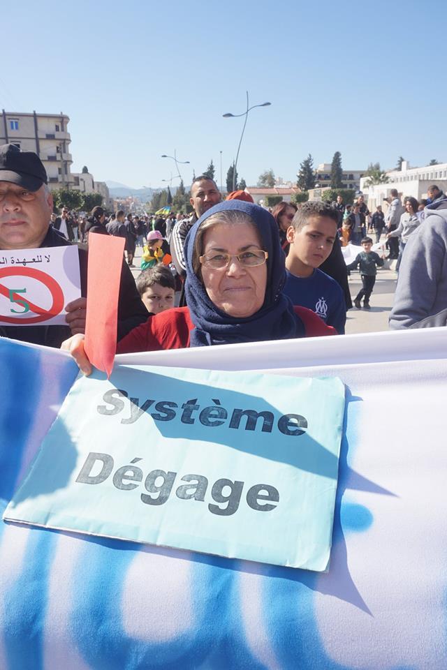Une grandiose marche à Béjaïa le vendredi 01 mars 2019 contre le système  - Page 2 1573