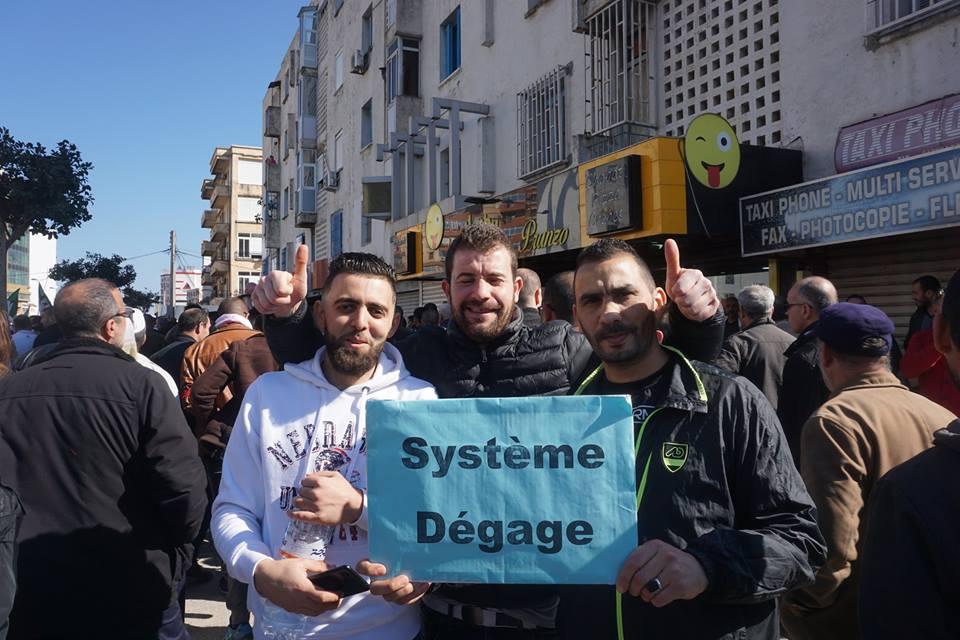 Une grandiose marche à Béjaïa le vendredi 01 mars 2019 contre le système  - Page 2 1578
