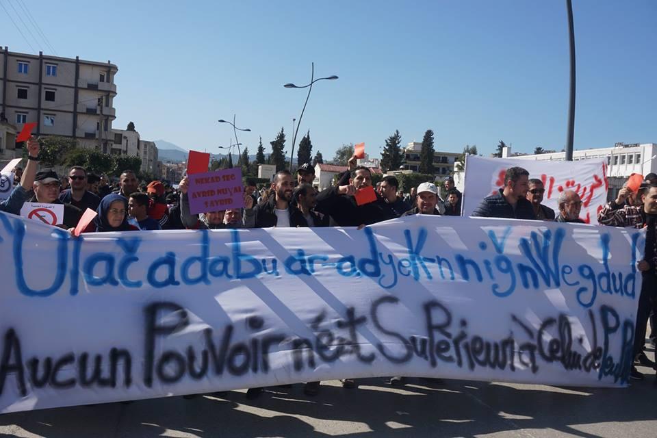 Une grandiose marche à Béjaïa le vendredi 01 mars 2019 contre le système  - Page 2 1579