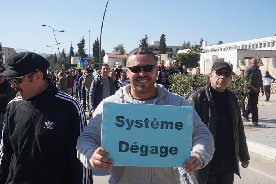 Une grandiose marche à Béjaïa le vendredi 01 mars 2019 contre le système  - Page 2 1580