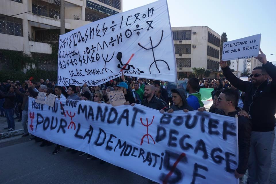 Une grandiose marche à Béjaïa le vendredi 01 mars 2019 contre le système  - Page 2 1581