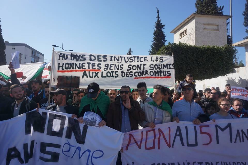 Une grandiose marche à Béjaïa le vendredi 01 mars 2019 contre le système  - Page 2 1582