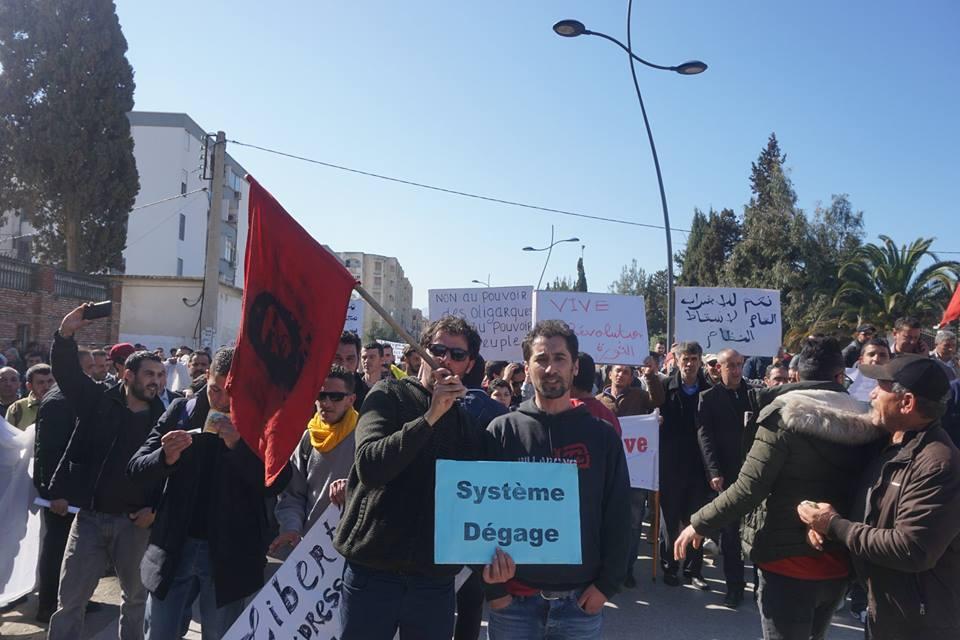 Une grandiose marche à Béjaïa le vendredi 01 mars 2019 contre le système  - Page 2 1584