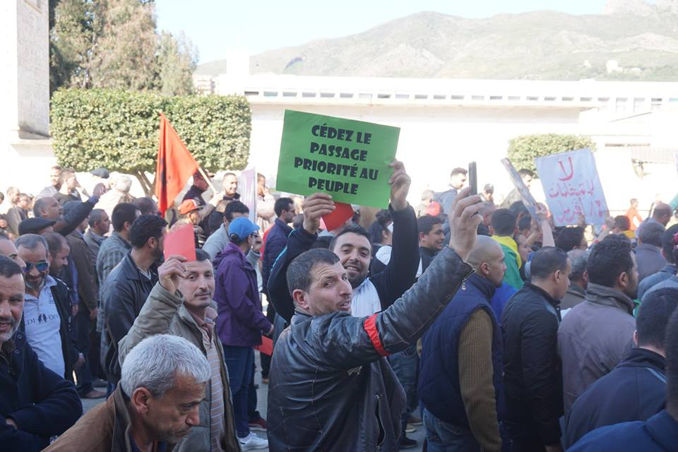 Une grandiose marche à Béjaïa le vendredi 01 mars 2019 contre le système  - Page 2 1585