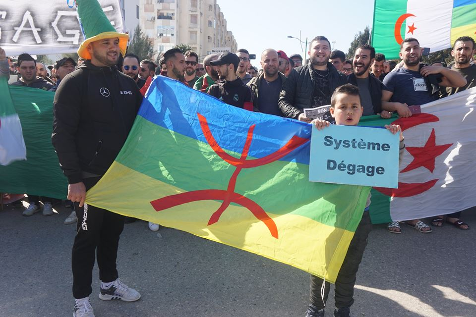 Une grandiose marche à Béjaïa le vendredi 01 mars 2019 contre le système  - Page 2 1587