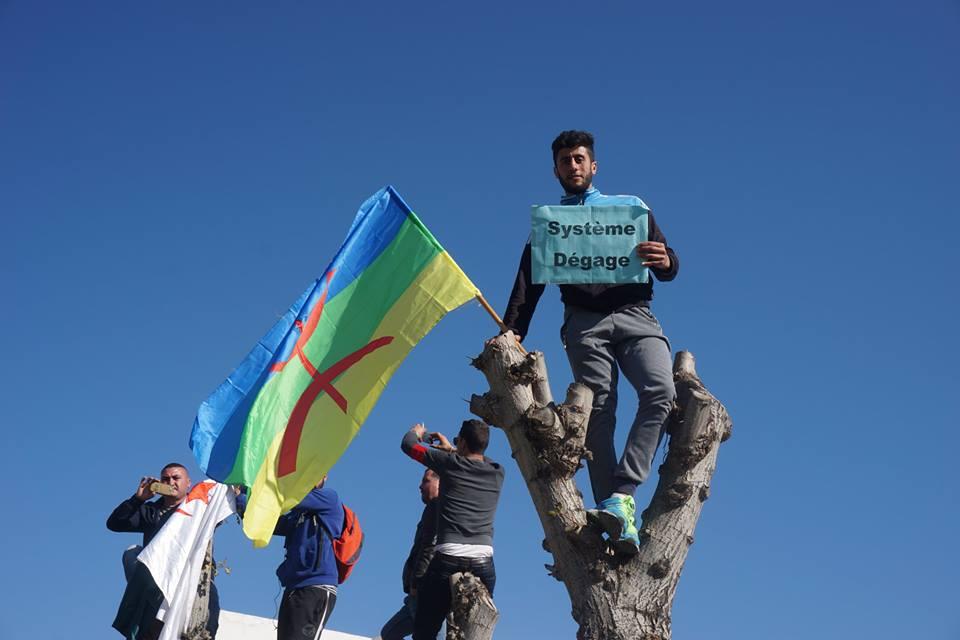 Une grandiose marche à Béjaïa le vendredi 01 mars 2019 contre le système  - Page 2 1591