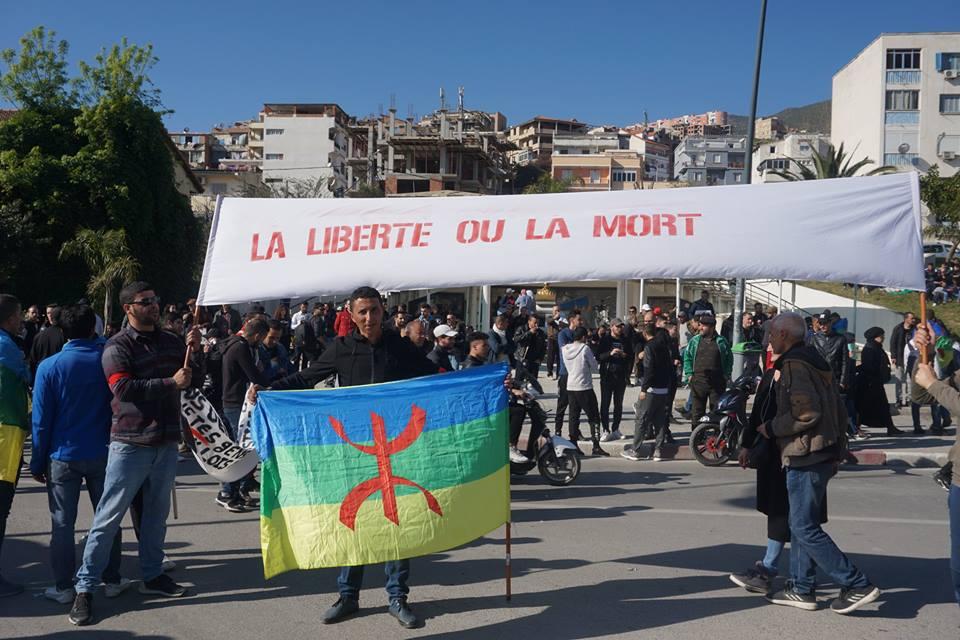 Une grandiose marche à Béjaïa le vendredi 01 mars 2019 contre le système  - Page 2 1592