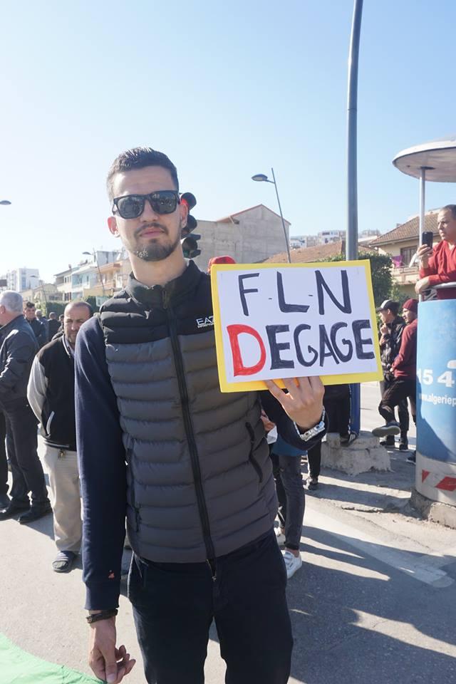 Une grandiose marche à Béjaïa le vendredi 01 mars 2019 contre le système  - Page 3 1594