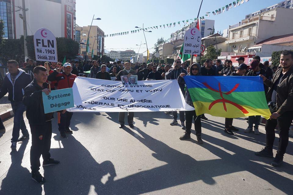 Une grandiose marche à Béjaïa le vendredi 01 mars 2019 contre le système  - Page 3 1596