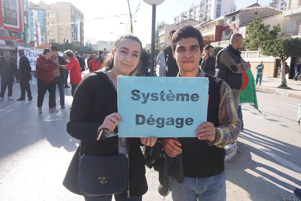 Une grandiose marche à Béjaïa le vendredi 01 mars 2019 contre le système  - Page 3 1600
