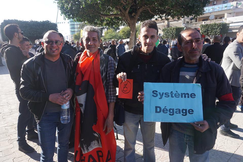 Une grandiose marche à Béjaïa le vendredi 01 mars 2019 contre le système  - Page 3 1602