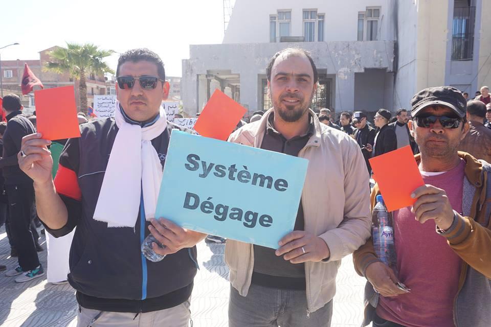 Une grandiose marche à Béjaïa le vendredi 01 mars 2019 contre le système  - Page 3 1604