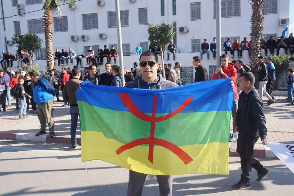 Une grandiose marche à Béjaïa le vendredi 01 mars 2019 contre le système  - Page 3 1607