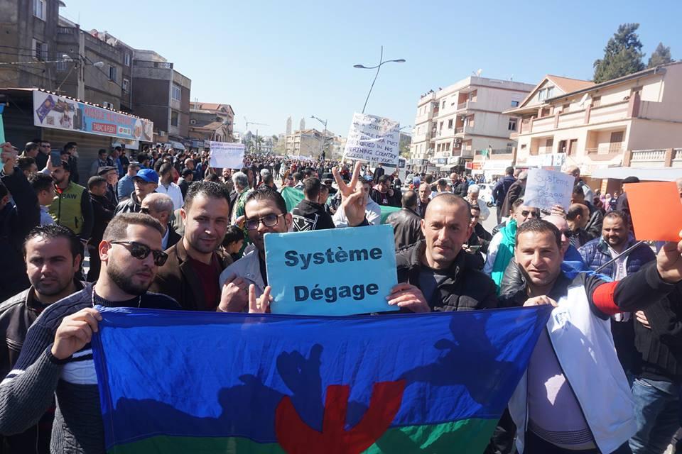 Une grandiose marche à Béjaïa le vendredi 01 mars 2019 contre le système  - Page 3 1629