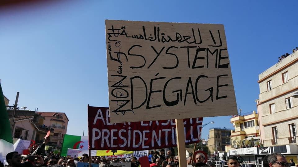 Une grandiose marche à Béjaïa le vendredi 01 mars 2019 contre le système  - Page 4 1633