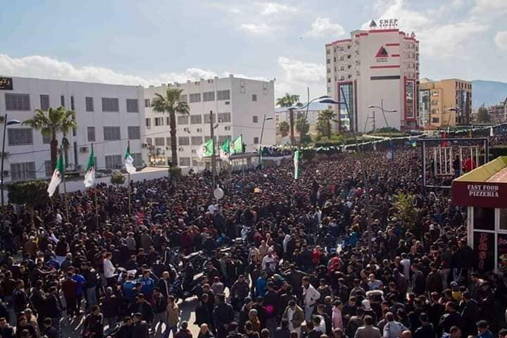 Une grandiose marche à Béjaïa le vendredi 01 mars 2019 contre le système  - Page 4 1640