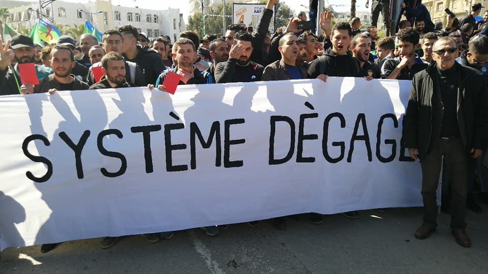 Une grandiose marche à Béjaïa le vendredi 01 mars 2019 contre le système  - Page 4 1641