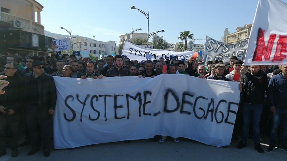 Une grandiose marche à Béjaïa le vendredi 01 mars 2019 contre le système  - Page 4 1642