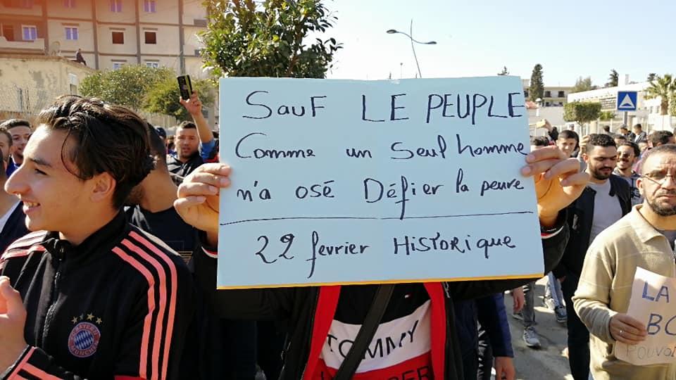 Une grandiose marche à Béjaïa le vendredi 01 mars 2019 contre le système  - Page 4 1643